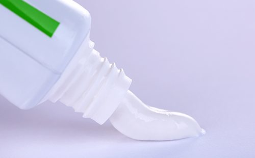 Зубная паста выжата из тюбика