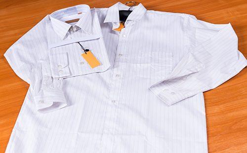 Разложенная белая рубашка