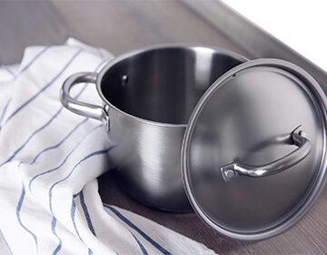 Как очистить пригоревшую кастрюлю до блеска внутри и снаружи: обзор магазинных средств и рецепты домашних чистолей
