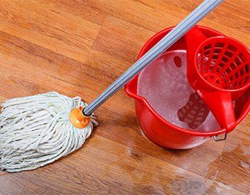 Как мыть ламинат, чтобы не было разводов: подходящая швабра и детский шампунь вместо «Мистера Пропера»