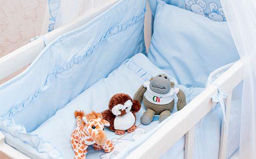 Постель в детской кроватке