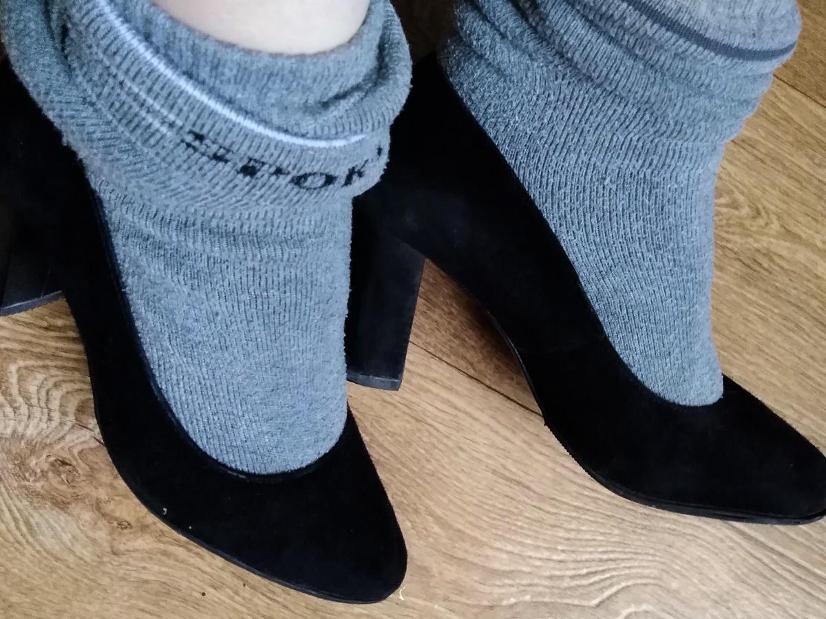 Растянуть обувь носками
