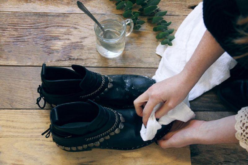 Увлажнение обуви для растяжки